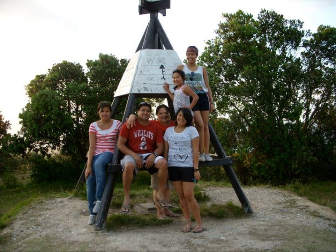 the Dayrit-Garcias.  From left: Maxine, Ramil, Marie, Alex, Danielle and Kirsten.  Landmark not included :)