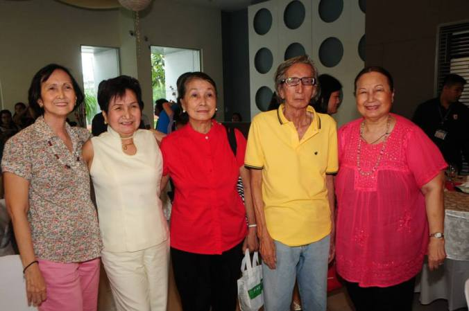 believe it or not, these sibling grandparents all have teenaged grandkids!  The lady they are with in white is the smartly dressed Tita Dely Imperial.