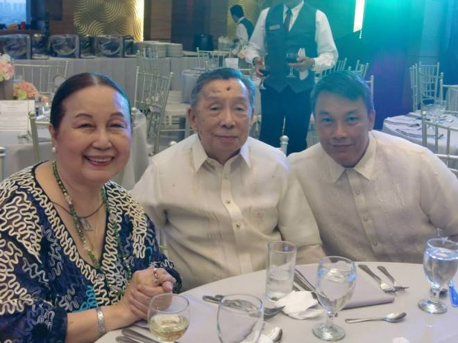a recent pic of my folks with 2nd Brother.  as you can see, they've been taking care of themselves.  miss you all! thanks and acknowledgment to the Facebook Collection of Ms Dely Imperial!